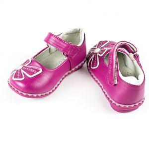 Детски официални обувки за момиче в лилаво с ефектно цвете, анатомично ходило и естествена стелка.