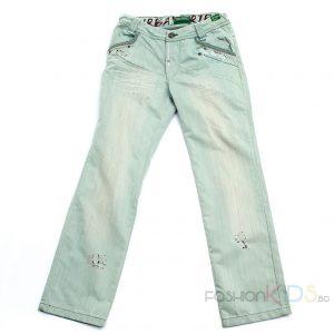 Юношески летни дънки за момче с протъркан ефект и декоративни кръпки