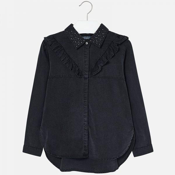 Детска официална риза за момиче с дълъг ръкав. Ризата е с модерна кройка, якичка с малки камъни, едно видимо копче, декоративни къдрички на гърдите и разкроен гръб. Изработена от много мека синтетична материя. Подходяща за официални поводи.