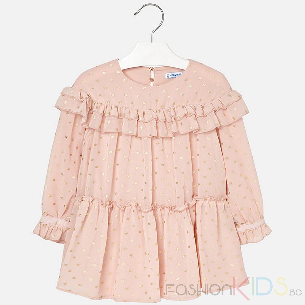 b334e2efff8 Детска рокля с дълъг ръкав с волани на ръкавите и гърдите. Тази рокля е  разкроена
