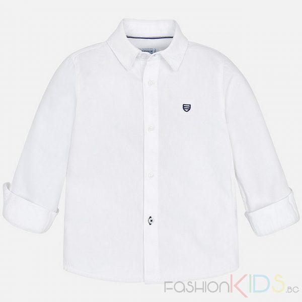 Детска риза с дълъг ръкав, която благодарение на класическия си дизайн може да се комбинира с различни елегантни дрехи, като панталони или жилетки. Дизайнът е изчистен, с обърнати маншети. Единственият детайл, който се откроява е бродерията с лого в горната лява част. Ризата може да бъде комбинирана с тениска с къс ръкав при по-хладно време. Размерите за 2 и 3 години са без копче на яката.