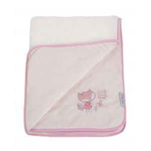 Бебешкото одеяло с бродерия лисица с кошничка. Одеялцето може да се ползва както вкъщи, така и по време на разходка.