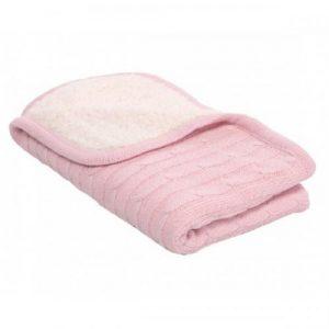 Бебешкото одеяло е направено от 50%памук и 50%полиестер.