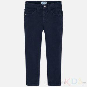 Детски панталон, много удобен и еластичен. Панталонът е изработен от мека, фина, тъкан и модерна класическа кройка, което създава уникален и специален дизайн. Има регулируема, еластична лента за коригиране на размера на талията. Два джоба с декоративни шевове отзад. Декоративен кожен етикет с лого над единия заден джоб.