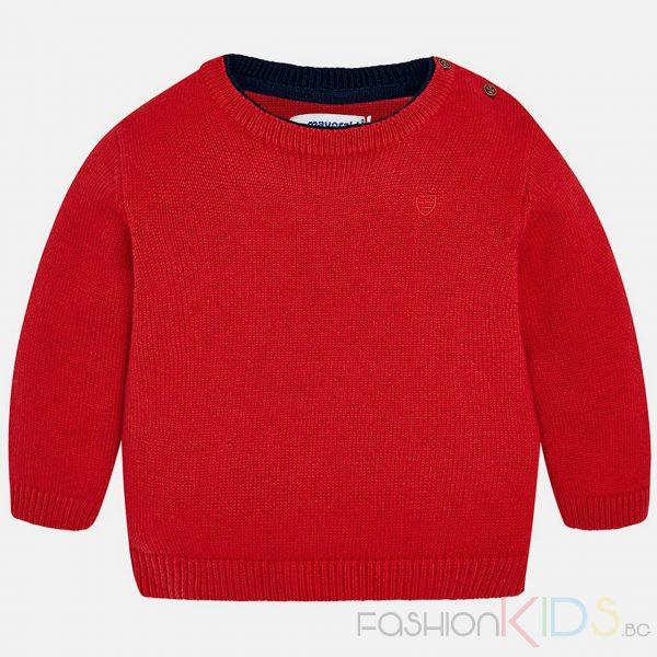 Детска блуза за момче с дълъг ръкав от памук, полиамид и вълна. С двойна якичка в два цвята, бродирано малко лого на лицевата част. Има отвор с копчета на рамото, което улеснява обличането на детето.