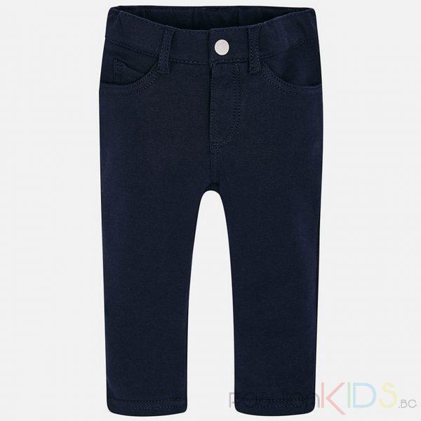 Бебешки панталон за момиче, много удобен и еластичен. Панталонът е изработен от мека, фина, тъкан и модерна кройка, което създава уникален и специален дизайн. Има регулируема, еластична лента за коригиране на размера.