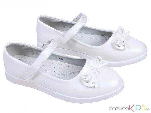 Детски официални обувки за момиче в бяло с ефектни панделки и каишки с лепки.