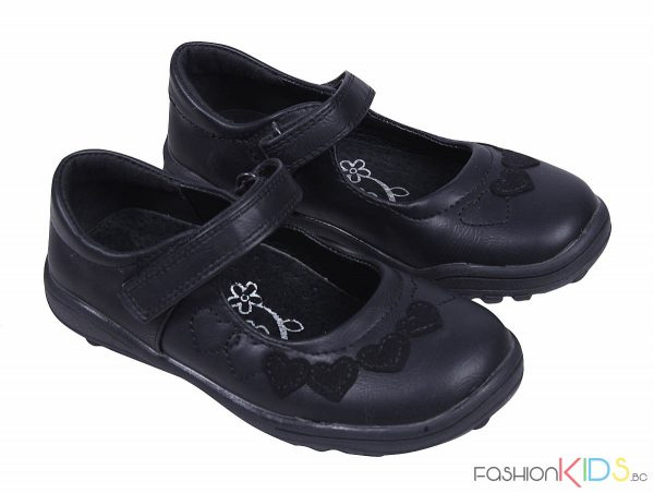 Детски официални обувки в черно за момиче със сърца и каишка с лепка