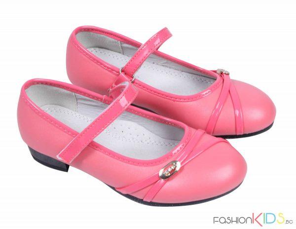 Детски официални обувки за момиче с токче в корал със златна катарама