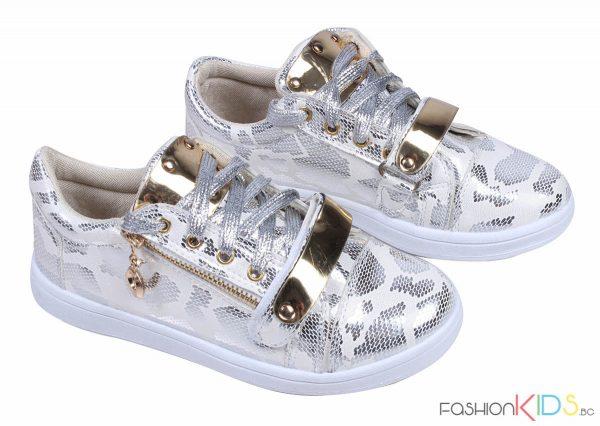 Детски спортни обувки за момиче в сребърно и златно с цип и връзки.