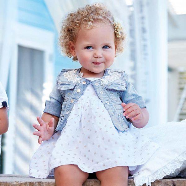 Бебешко дънково яке за момиче от колекция Пролет- Лято 2019 на MAYORAL с изтъркан ефект