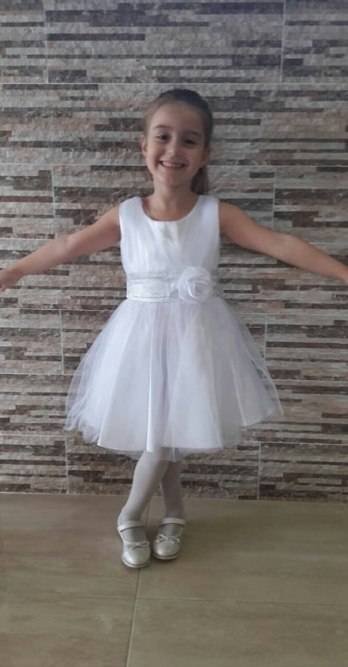 Детска официална рокля в бяло с тюл, панделка и цвете