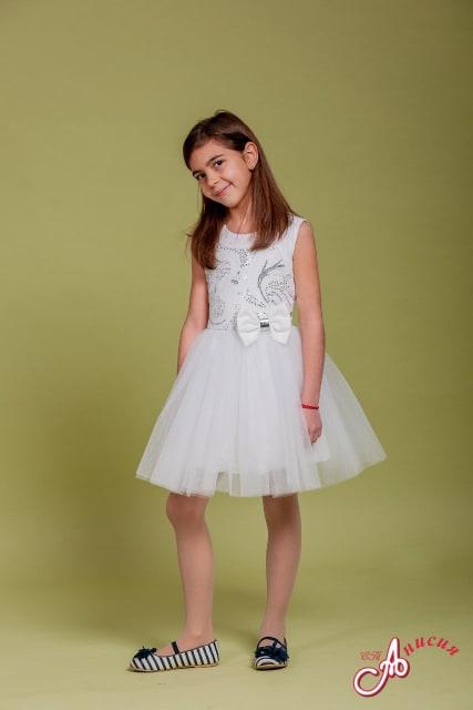 Детска официална рокля в бяло със сребристи пайети, много тюл и панделка