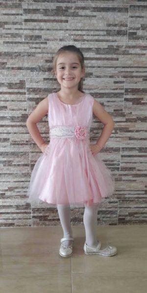 Детска официална рокля в розово с тюл, панделка и цвете.