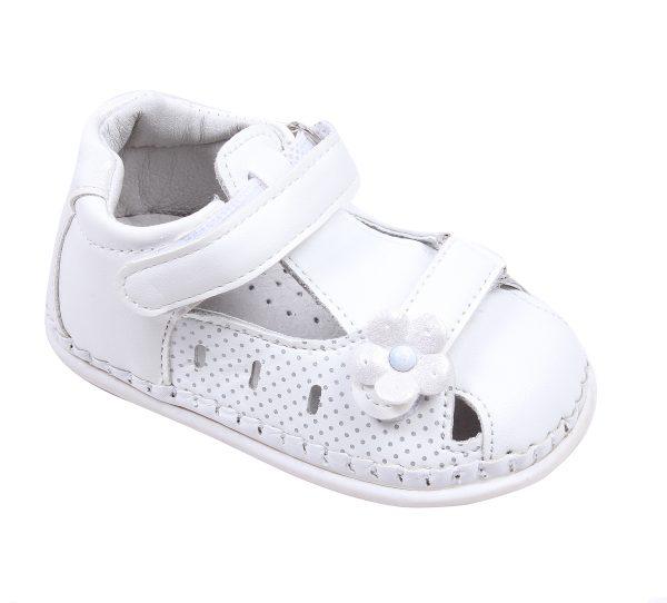 Бебешки сандали за момиче за прохождане в бяло с две лепки.