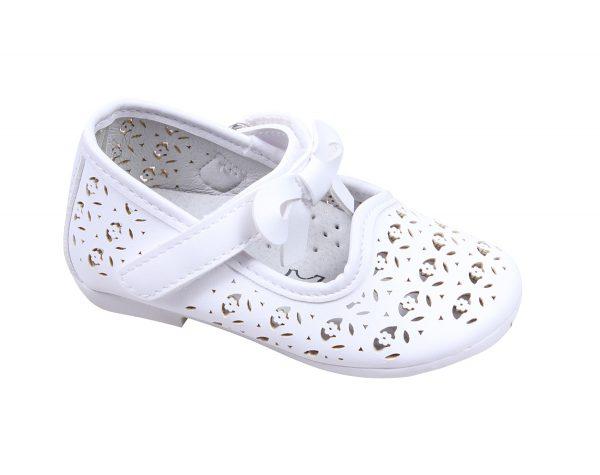 Детски бели обувки за момиче с перфорация и лепка с красива панделка