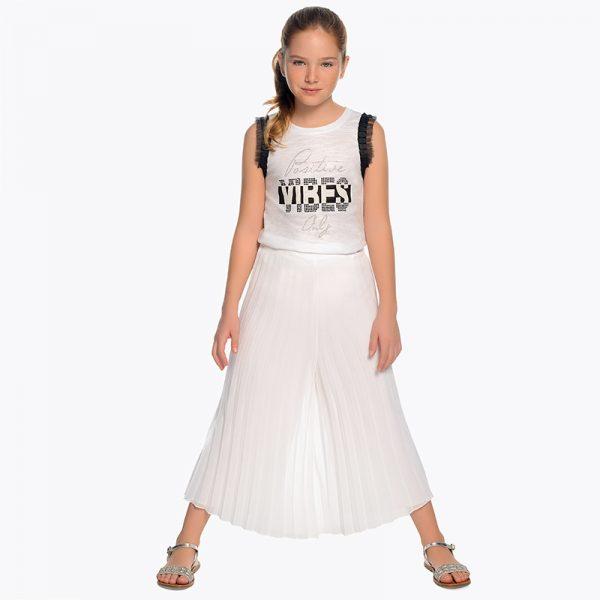 Детскиплисиранпанталон за момиче в бяло oт колекция Пролет-Лято 2019 на Mayoral.