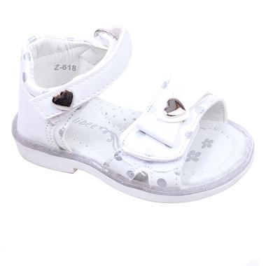 Бебешки сандали за момиче в бяло с принт на сребристи точки с анатомична стелка, декорирани със нежни сърчица