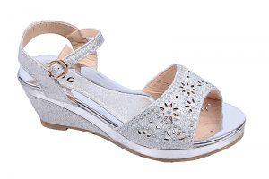 Детски официални обувки за момиче на платформа в сребристо с коригираща каишка.