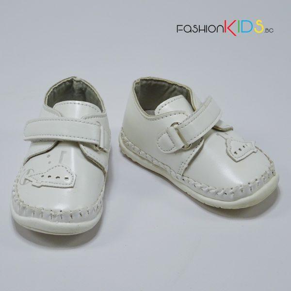 Бебешки обувки за момче за прохождане в бяло с коригираща велкро лепка и анатомично ходило
