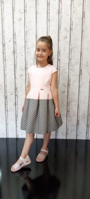 Детска официална рокля в бледо розово с пепит, метална емблема и лек повдигащ тюл в долната част