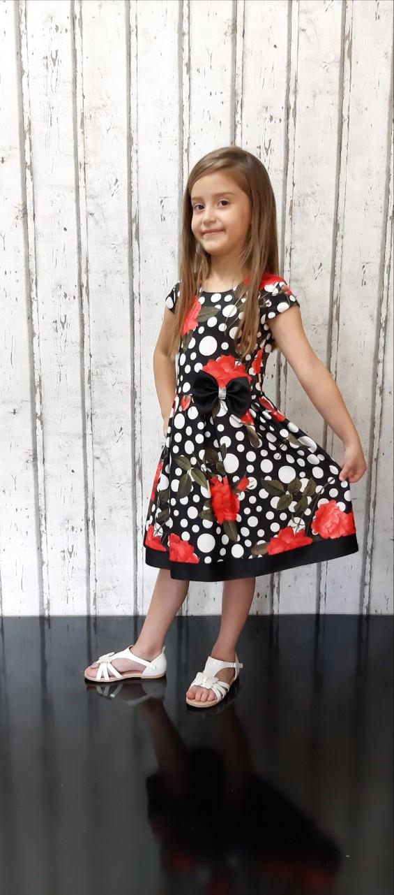 Детска официална рокля с принт на червени рози и ефектни бели точки и красива панделка на талията.