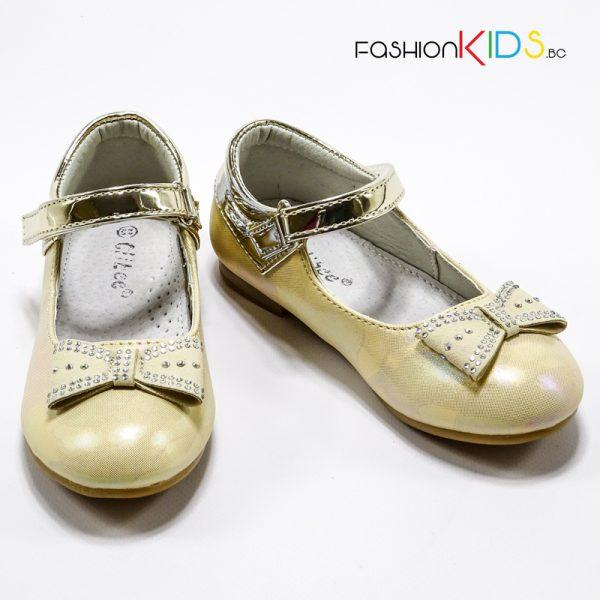 Детски официални обувки за момиче в златисто с красива панделка със сребристи камъчета и анатомично ходило.
