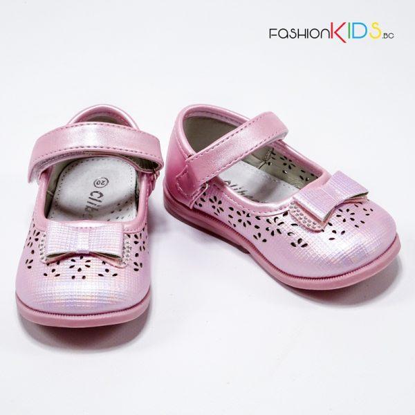 Официални бебешки обувки за момиче в розово с красива панделка с камъчета, нежна перфорация и анатомично ходило.