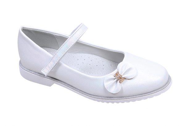 Детски официални обувки за момиче в бяло с ефектна панделка с нежни камъчета и анатомична стелка