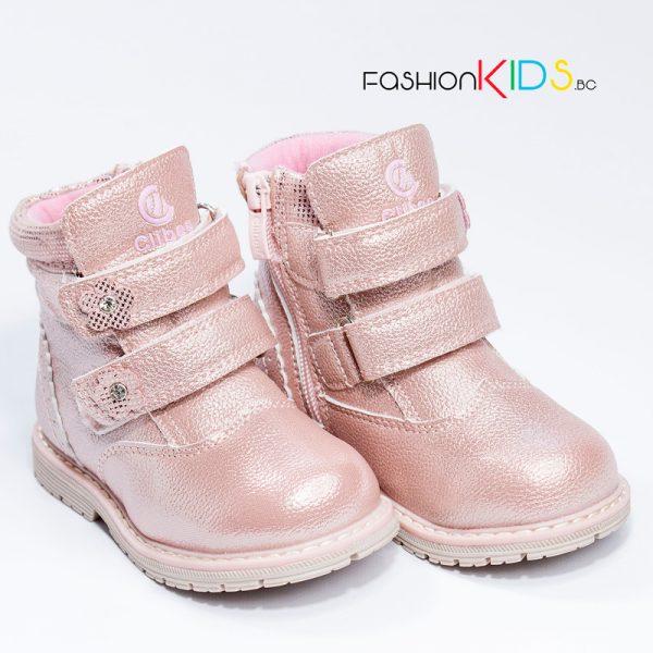 Бебешки ботуши за момиче в розово с топъл каракул, две коригиращи велкро лепки и грайферна подметка
