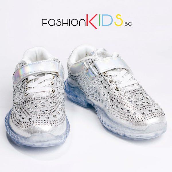 Детски спортни обувки за момиче в сребристо с блестящи камъни и атрактивна силиконова подметка