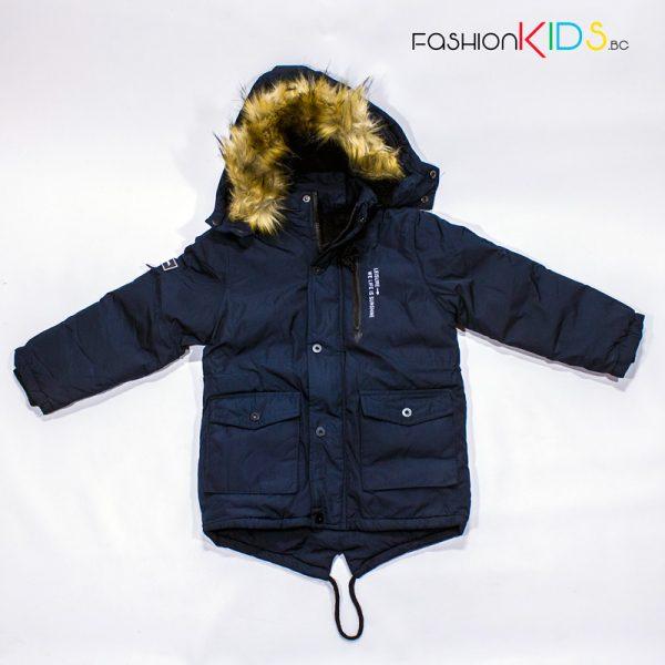 Зимно топло яке- парка за момче с качулка с пух от водоустойчива материя в тъмносиньо с топла подплата от каракул.