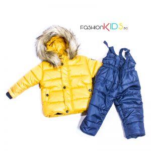 Зимен комплект от 2 части, състоящ се от топло яке в жълт цвят и водоустойчив гащеризон в тъмносиньо