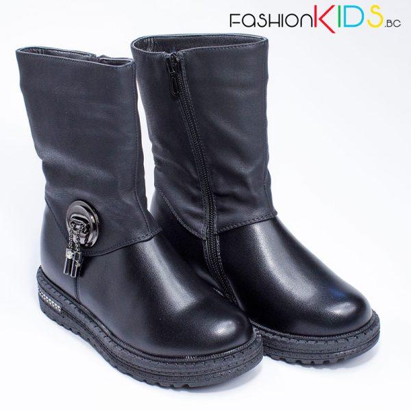 Детски топли ботуши за момиче в черно с ефектна катарама и топъл каракул с изолираща подметка