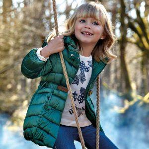 Детско дълго яке за момиче в зелено с качулка и колан от колекция Есен- Зима 2019/ 2020 на MAYORAL