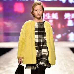 Елегантно детско палто за момиче в патешко жълто от Колекция Есен- Зима 2019/ 2020 на MAYORAL