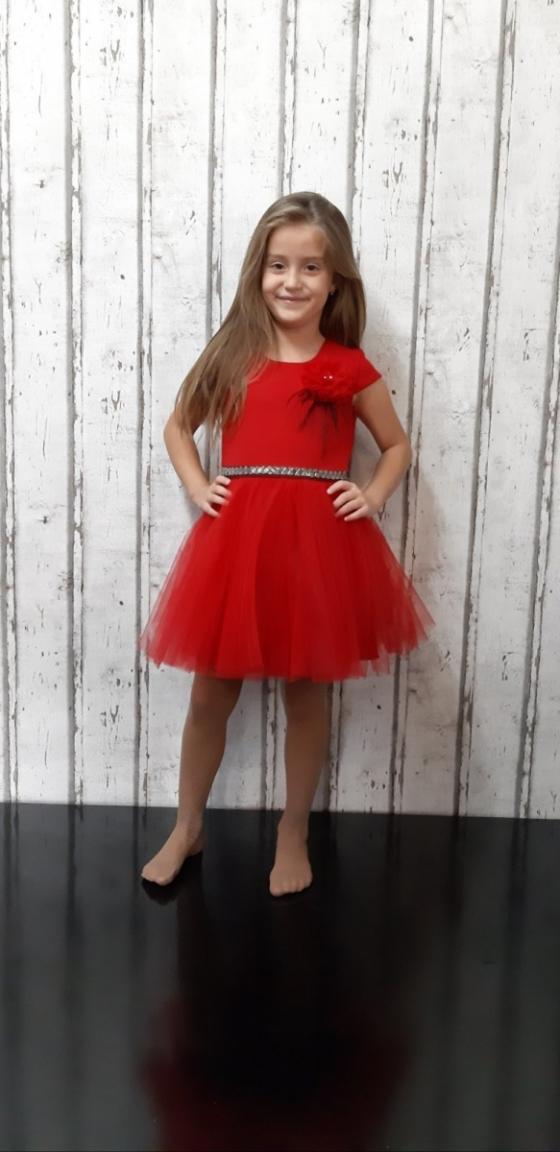 Детска официална рокля в червено с тюл, камъни и цвете с пера, произведена в България