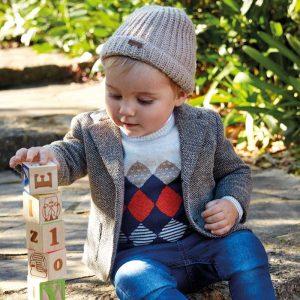 Спортно- елегантно бебешко сако за момче в меланж с кръпки на ръкавите от Колекция Есен- Зима 2019/ 2020 на MAYORAL