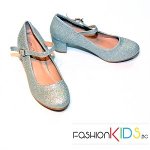 Детски официални обувки за момиче в сребристо на ток с коригираща каишка и естествена стелка.