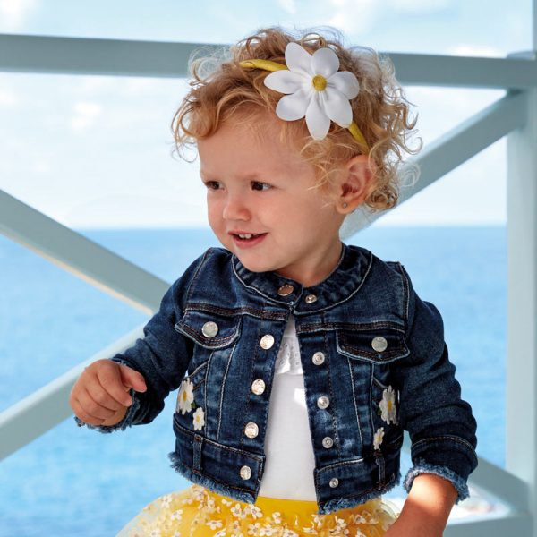 Бебешко дънково яке за момиче с бели маргаритки от Колекция Пролет/ Лято 2020 на MAYORAL
