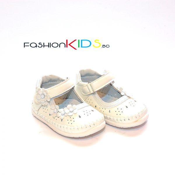 Бебешки анатомични обувки за прохождане за момиче в бяло с коригираща велкро лепка, нежна декорация на цветенца и естествена стелка