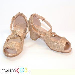 Детски официални отворени обувки за момиче в златисто на ток с коригираща каишка и естествена стелка.