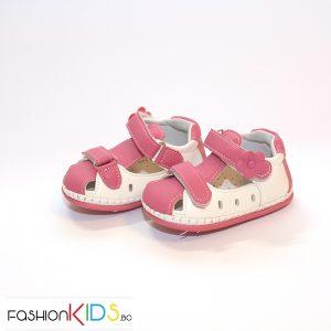 Бебешки сандали за прохождане за момиче в бяло и циклама с две коригиращи лепки.