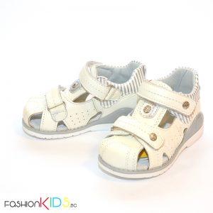Бебешки сандали в бяло с анатомично ходило от естествена кожа със затворени пета и пръсти