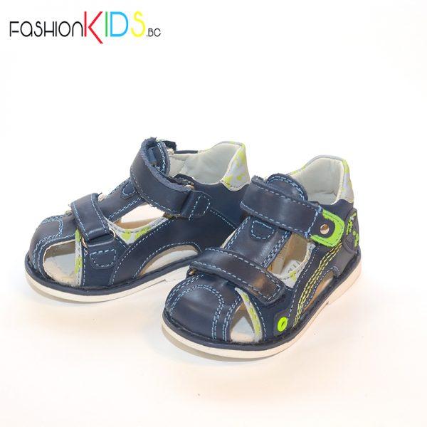 Бебешки сандали с анатомична подметка в тъмносиньо с анатомично ходило от естествена кожа със затворени пета и пръсти