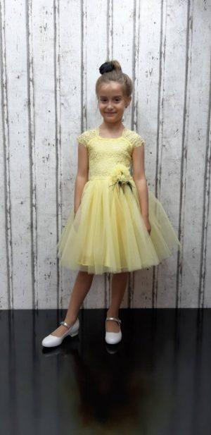 Бебешка официална рокля в жълто с тюл, дантела и ефектно цвете