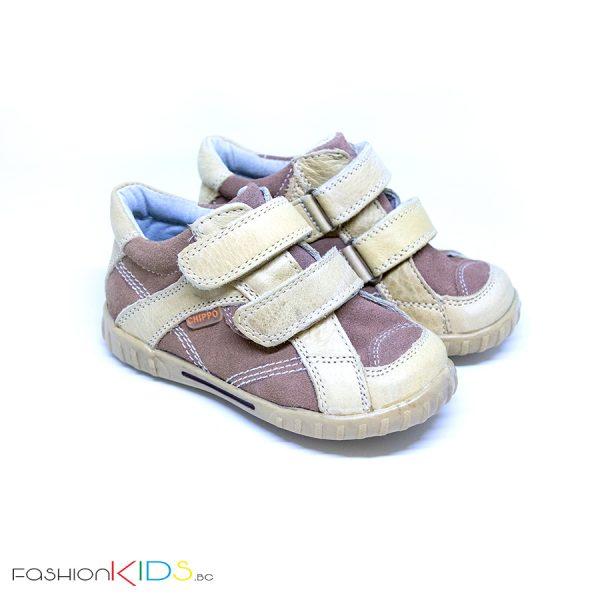 Бебешки обувки в бежово от естествена кожа с анотомично ходило и две коригиращи велкро лепки