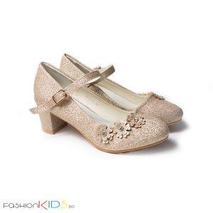 Детски официални обувки за момиче в златисто на ток с коригираща каишка, нежна декорация с цветенца и естествена стелка