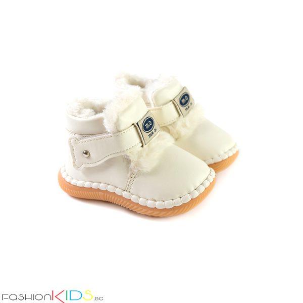 Универсални бебешки зимни боти в бяло с топъл каракул и коригираща велкро лепка с ефектни пухчета