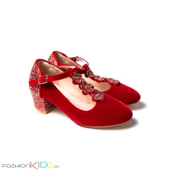 Детски официални велурени обувки за момиче в червено с блестящ брокатен ток и коригираща каишка със същият ефект